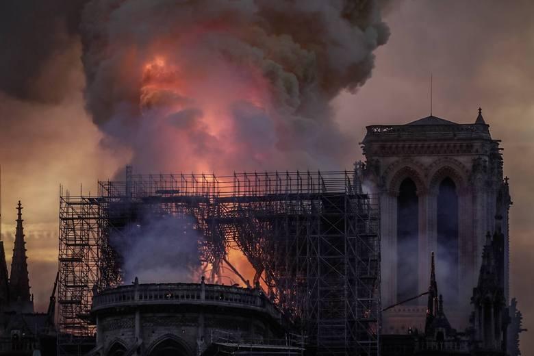 Polscy politycy o pożarze katedry Notre Dame