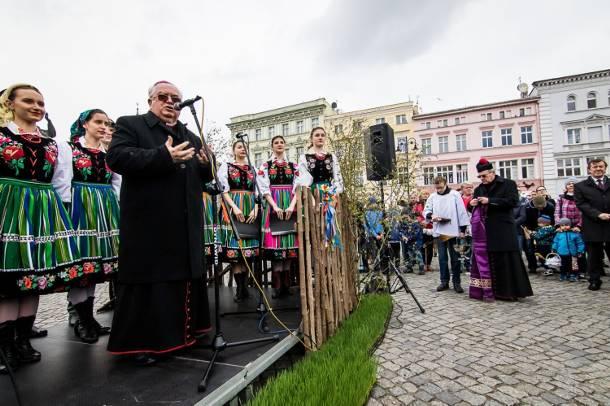 Kujawy: Bp Jan Tyrawa będzie zeznawał w sprawie księdza pedofila Pawła K.