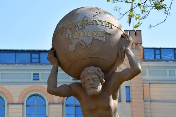 Grecki tytan dźwiga na swych barkach… Uniwersytet Opolski
