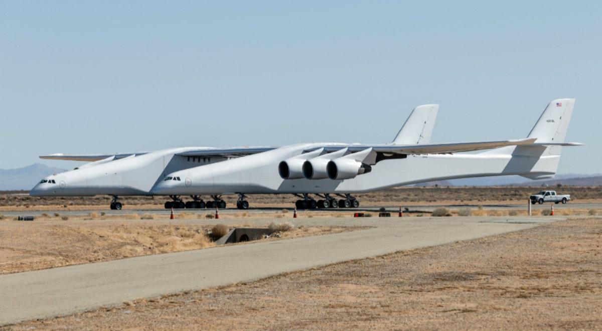 W USA gigantyczny samolot wzbił się w powietrze. Będzie umieszczał… satelity na orbicie okołoziemskiej