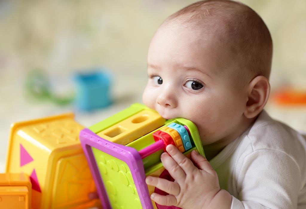 Lekarze apelują do rodziców: Uważajcie na przedmioty, które mogą połknąć małe dzieci