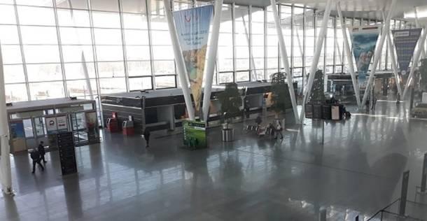 Wrocław. Dostał 500 złotych kary, bo powiedział na lotnisku słowo…
