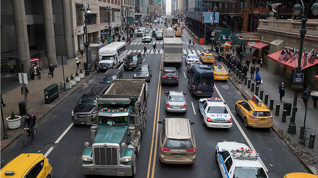 Najwięcej wypadków drogowych spowodowanych jest przez samochody skręcające w lewo