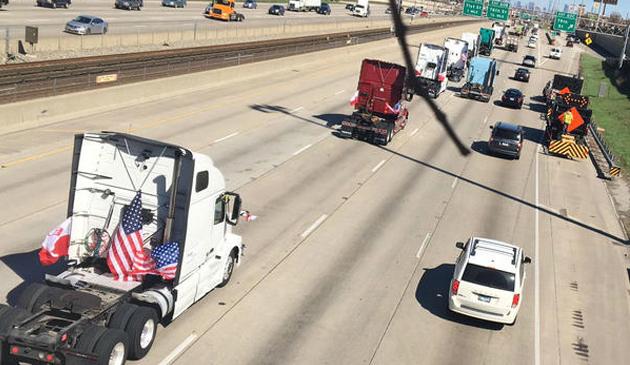 """Protest kierowców ciężarówek """"Slow roll"""""""