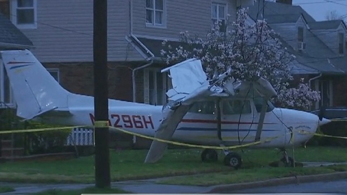 Mały samolot wylądował na trawniku na Long Island