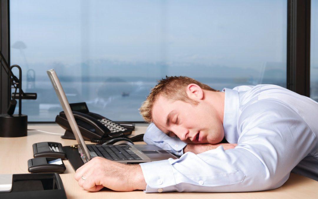 Nawet o 16 minut krótszy sen źle wpływa na naszą pracę