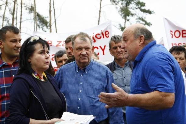 """Wielkie nerwy w Rudnej Wielkiej koło Wąsosza. Na miejscu pojawiła się Elżbieta Jaworowicz ze """"Sprawy dla reportera"""""""