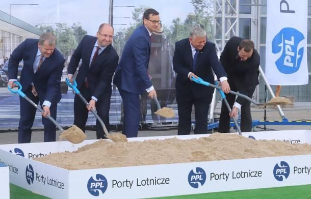 Lotnisko w Radomiu. Premier Mateusz Morawiecki zainaugurował budowę