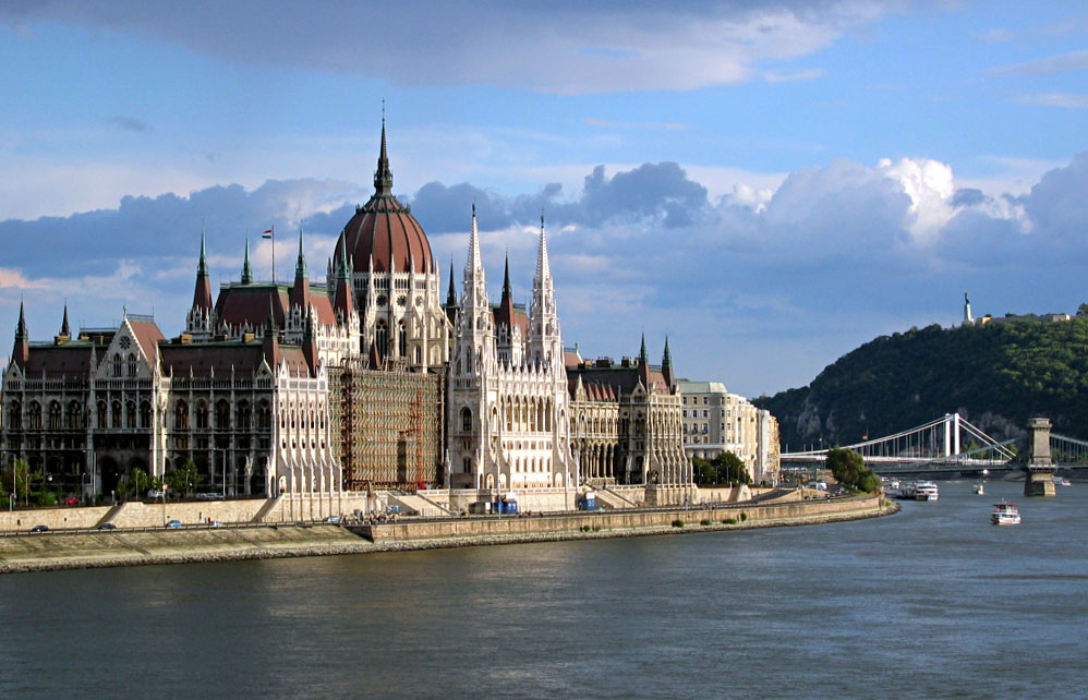 Węgry: 21 osób zaginionych po zatonięciu statku