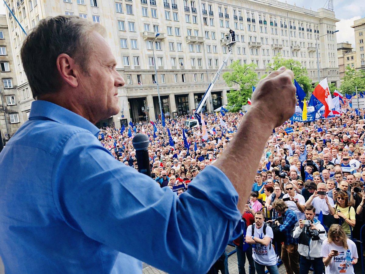 Tusk na marszu Koalicji Europejskiej: Miejsce Polski jest w Europie