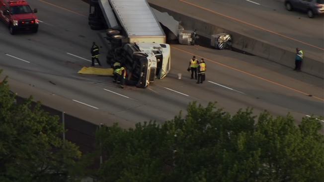Ciężarówka z miodem przewróciła się na autostradzie w Indianie