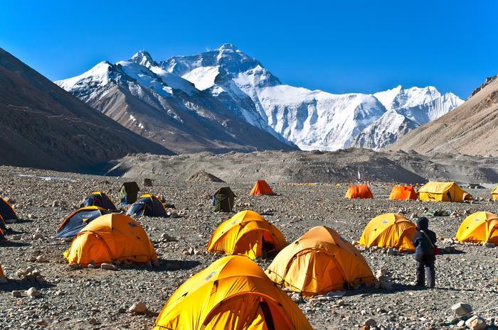 Nepal: Przy sprzątaniu Everestu zebrano 11 ton śmieci i… cztery ciała