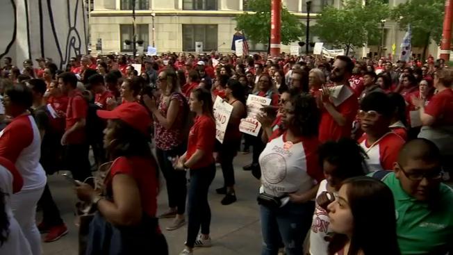 Wiec chicagowskich nauczycieli przed Thompson Center