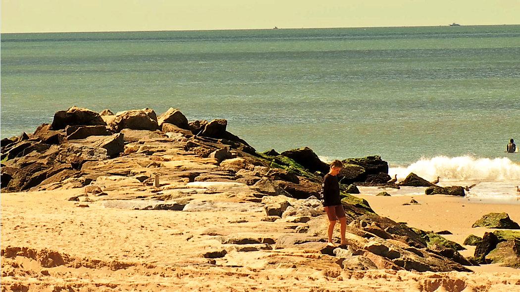 Rockaway Beach otwiera sezon dla surferów