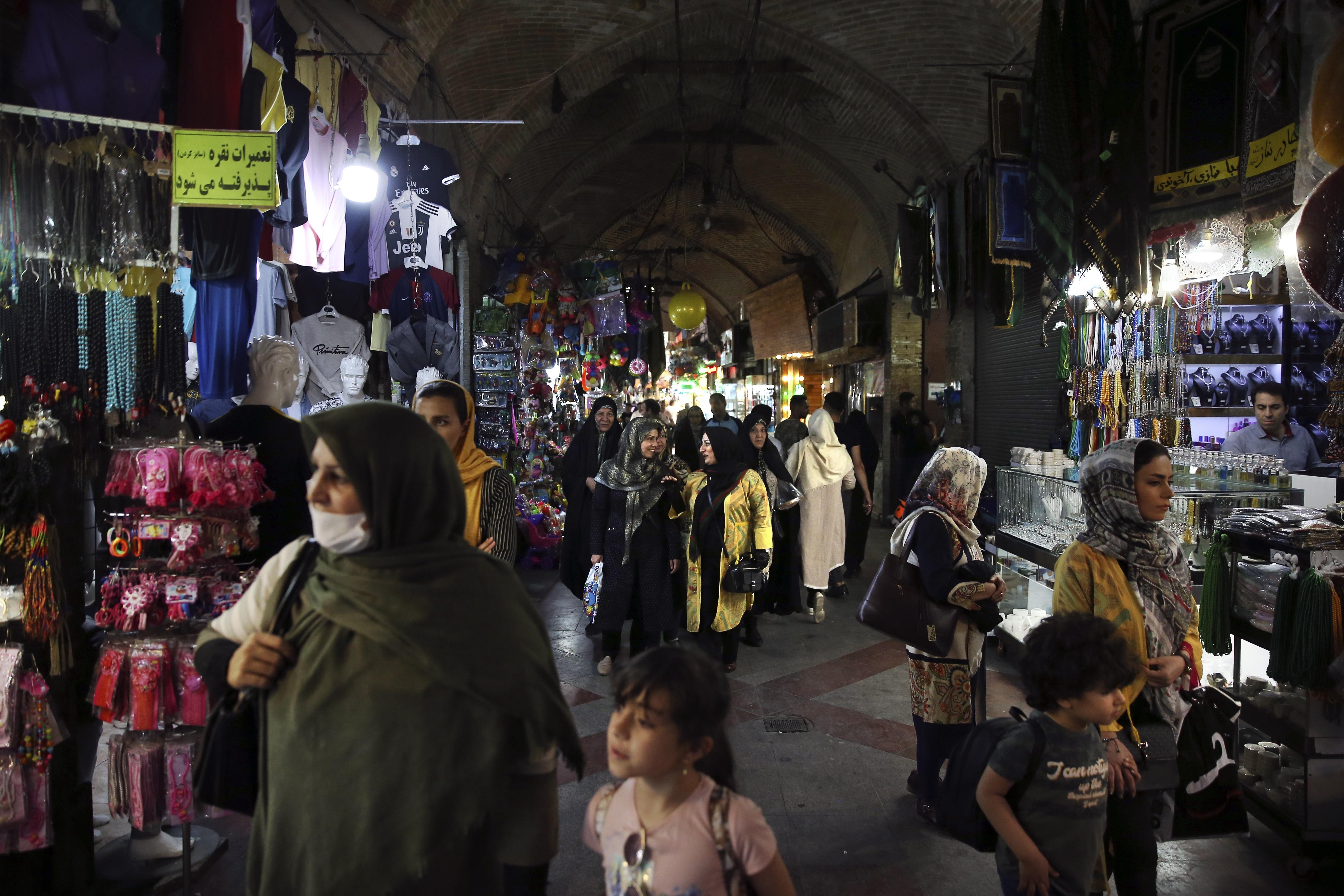 Napięcie wokół Iranu, Ameryka śle lotniskowiec, ceny ropy moga pójść w górę