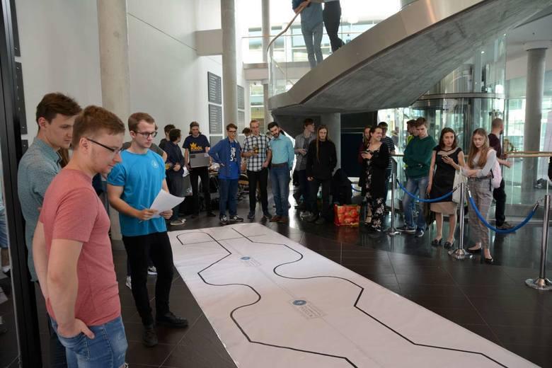 Poznań: Setki zainteresowanych na Politechnice Poznańskiej. Odbyło się tam święto robotów