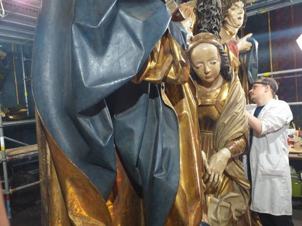 Kraków. Figury z ołtarza Wita Stwosza zbliżyły się do oglądających
