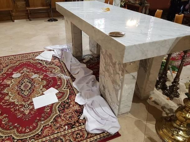 Z siekierą na ołtarz. Mężczyzna zaatakował podczas porannej mszy św.