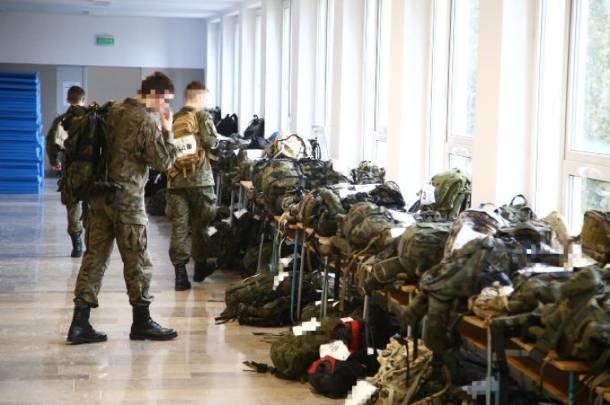Podczas zajęć na Wojskowej Akademii Technicznej studenci zasłabli podczas zajęć w upale, jeden z nich nie żyje