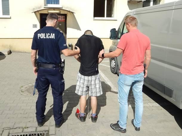 Kujawy: Bili, podtapiali oraz wozili w bagażniku auta 39-latka