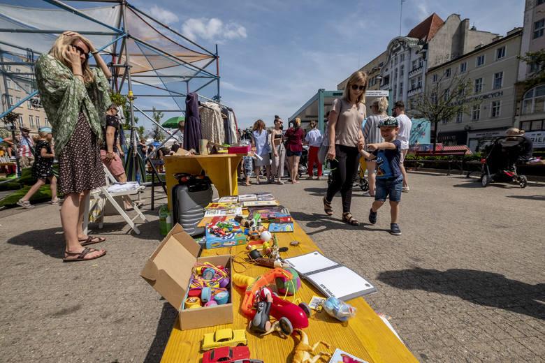 Malta Festival 2019: Trwa 8. Poznańska Garażówka. Na placu Wolności można kupić ubrania, książki, płyty i pomóc fundacji Kids Paradise