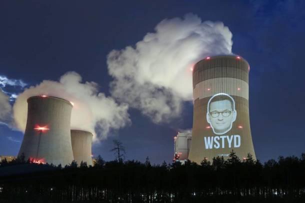Bełchatów. Premier na kominie. Policja otrzymała zawiadomienie z elektrowni w sprawie akcji Greenpeace