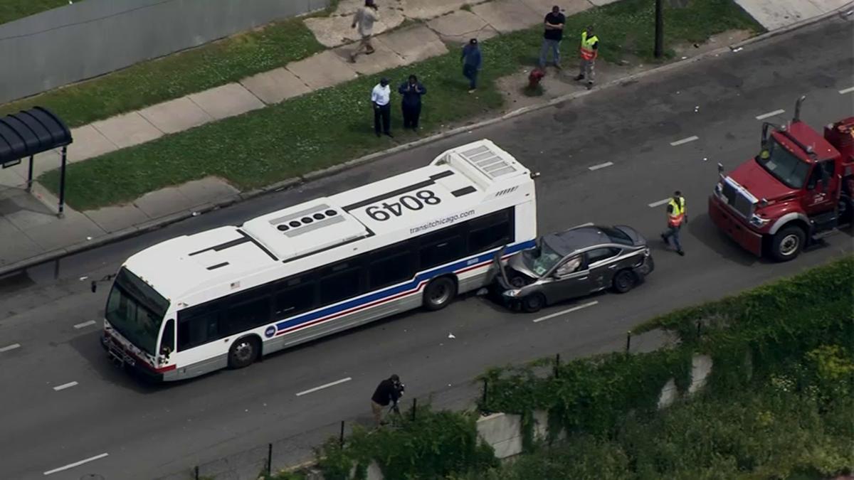 Samochód wjechał w autobus CTA