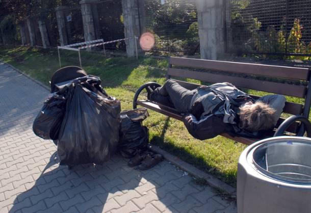 Radny Wantuch szokuje. Chce wygonić bezdomnych z centrum Krakowa