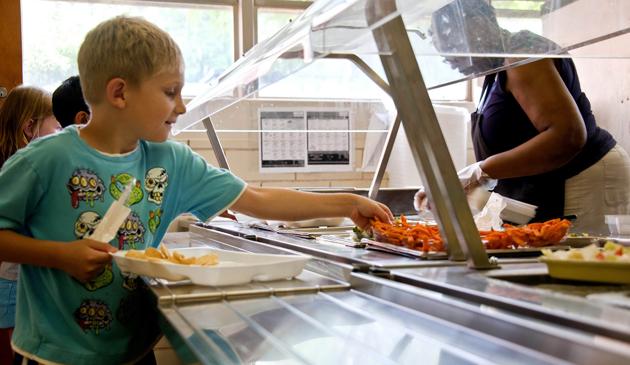 Chicagowskie dzieci mogą skorzystać z letniego programu dożywiania