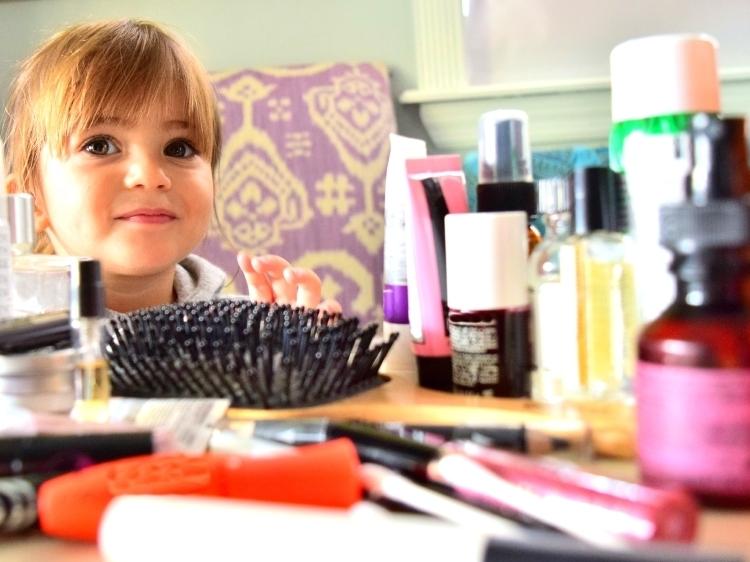 Lekarze ostrzegają: Kosmetyki są niebezpieczne dla dzieci