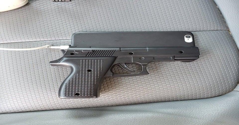 Policja apeluje o zrezygnowanie z etui w kształcie broni