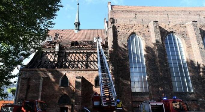 Gdańsk: Spłonął dach jednej z najstarszych świątyń w Gdańsku