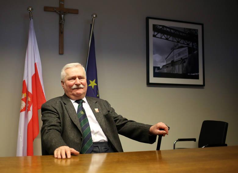 Rozbita szyba w biurze Lecha Wałęsy w ECS. Sprawę bada policja. To mógł być kamień