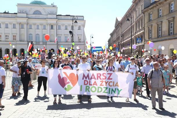 """Marsz dla Życia i Rodziny 2019, Warszawa. Protest przeciwko """"demoralizującej seksedukacji"""""""