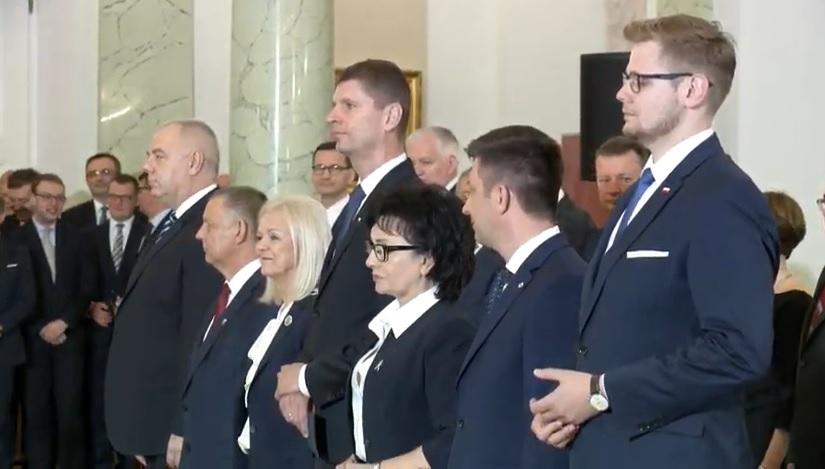Prezydent Andrzej Duda powołał siedmiu nowych ministrów, a wśród nich nowego wicepremiera – Jacka Sasina [WIDEO]