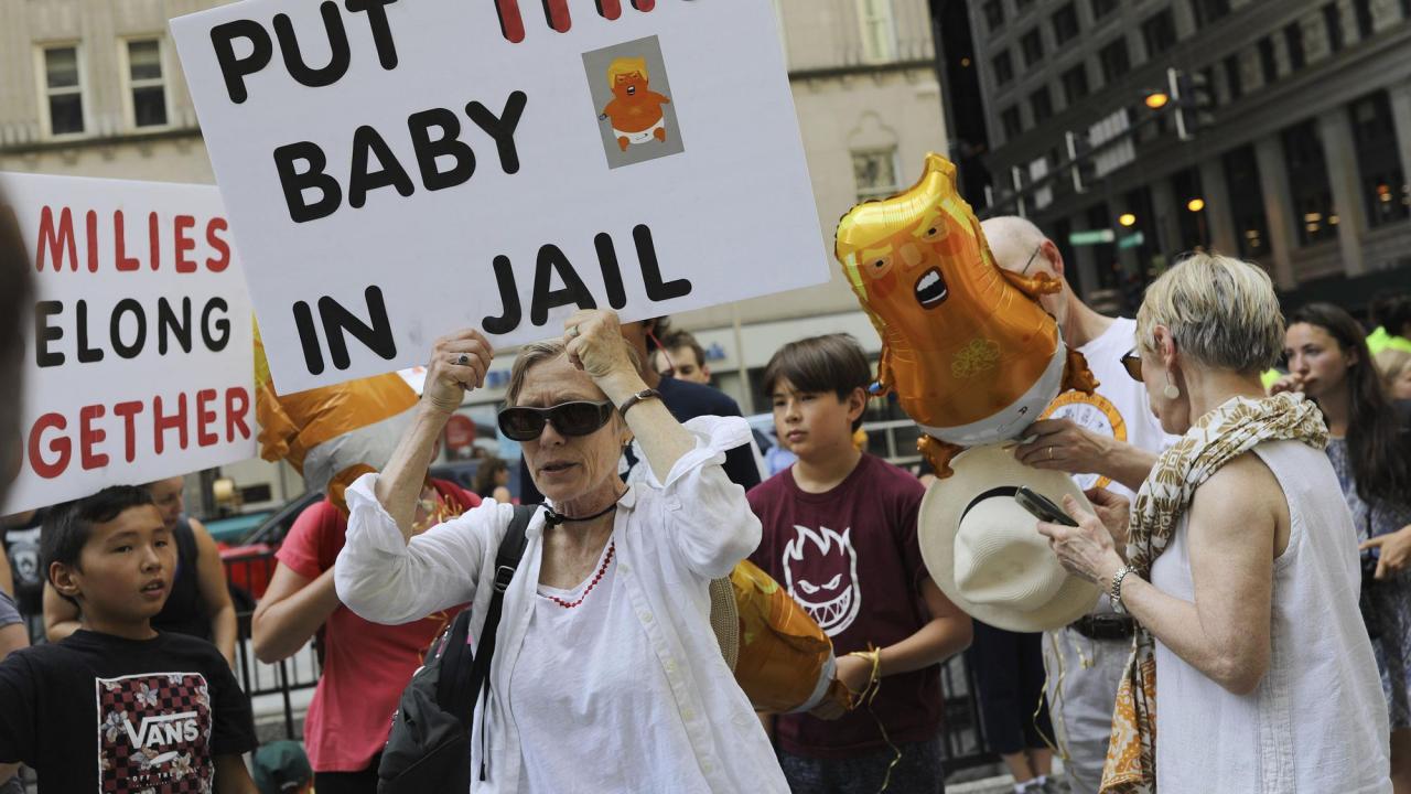 Mieszkańcy Chicago protestowali na Daley Plaza przeciw akcji ICE