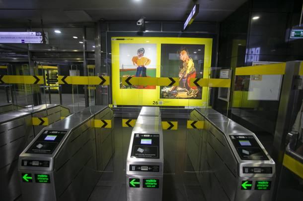 Galeria sztuki w warszawskim metrze. Unikatowa wystawa na stacjach II linii