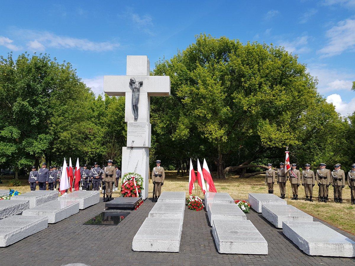 Warszawa: Uczczono pamięć ofiar rzezi wołyńskiej. 76 lat temu ukraińscy nacjonaliści dokonali okrutnej zbrodni na obywatelach II Rzeczypospolitej
