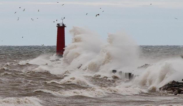 Ostrzeżenie przed wysokimi falami na jeziorze Michigan