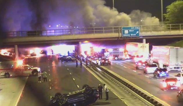 Ciężarówka spłonęła na Bishop Ford. Jedna osoba zginęła