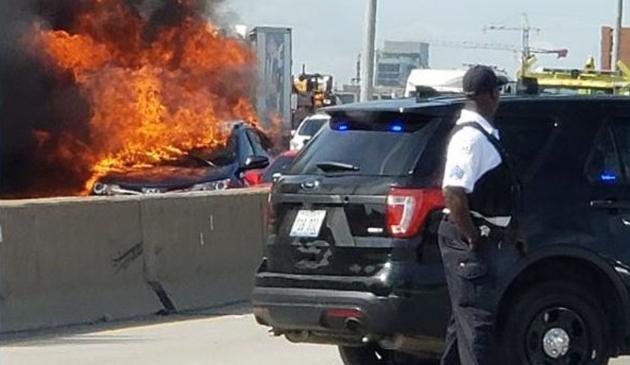 Wypadek na Dan Ryan. Dwa samochody stanęły w płomieniach