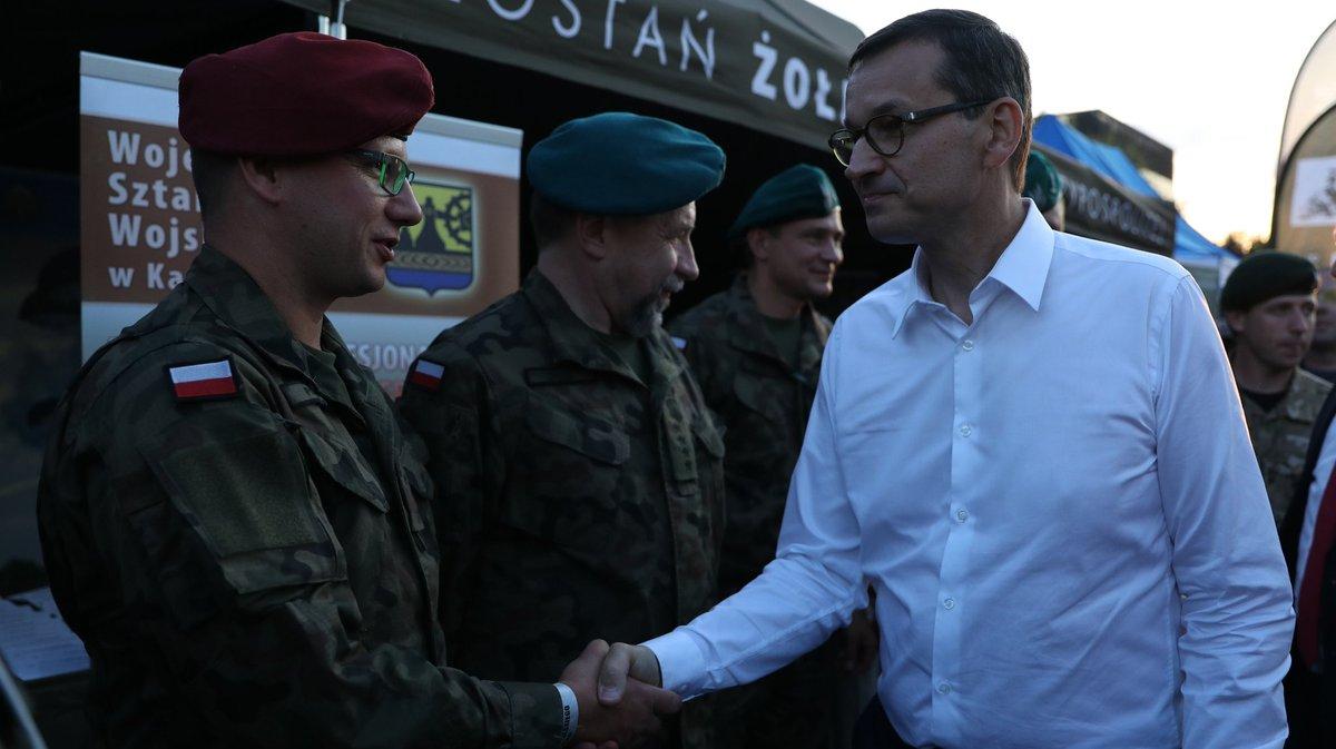 Premier Morawiecki zapowiedział przed defiladą z okazji Święta Wojska Polskiego w Katowicach dalsze unowocześnianie polskiej armii