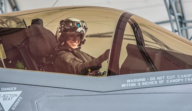 29-latka jako pierwsza kobieta w USA usiądzie za sterami F-35 B