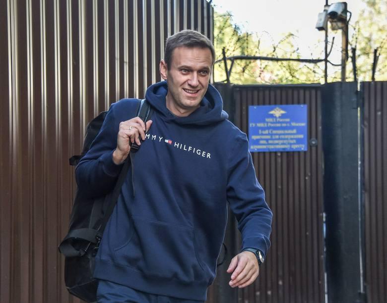 Aleksiej Nawalny, polityczny przeciwnik Putina, zwolniony z aresztu