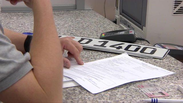 Rejestracja auta: Nowa kara dla właścicieli pojazdów. Nawet 1000 zł