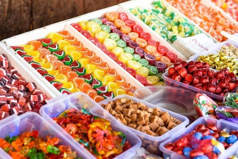 Plaga konsumpcji cukru. Wprowadzenia nowego podatku domaga się Narodowy Fundusz Zdrowia