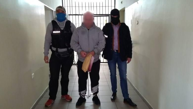 """Podlaskie. Policja zatrzymała członków szajki """"fałszywych wnuczków i policjantów"""""""