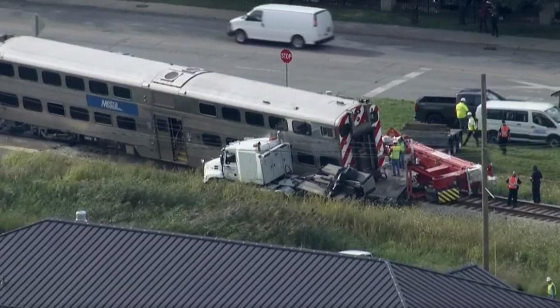 Metra uderzyła w ciężarówkę