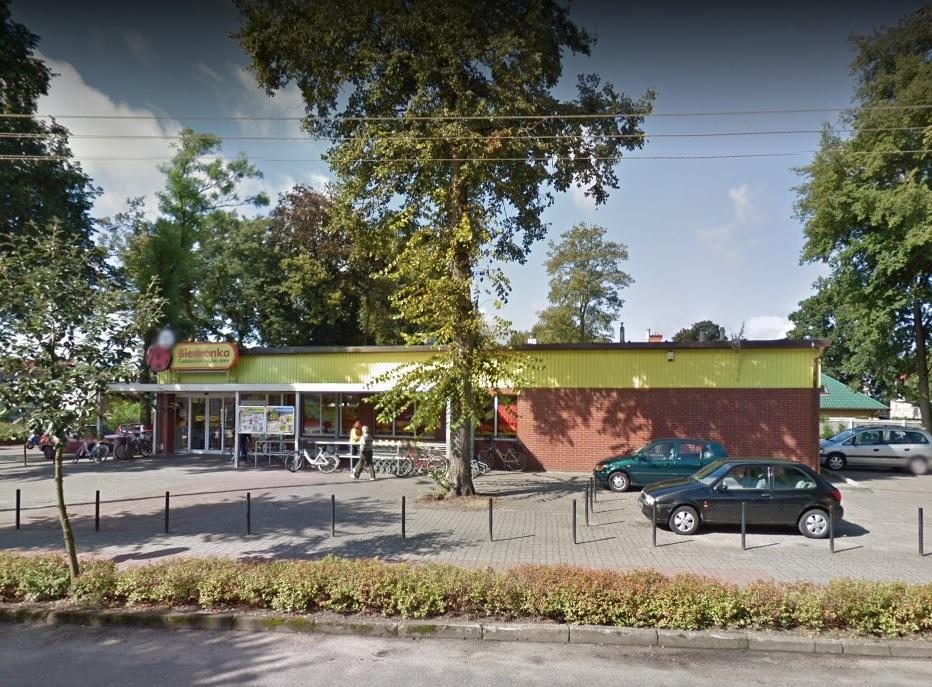 Pomorze: Kobieta urodziła dziewczynkę na parkingu przy jednym z marketów w Czersku