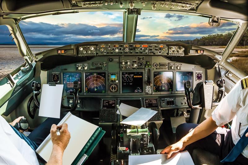 Awaryjne lądowanie z powodu rozlania kawy na panel kontrolny